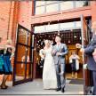 artystyczne zdjęcia ślubne z wyścia z kościoła