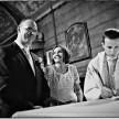 zdjecia slubne - podpisywanie dokumentów w kościele