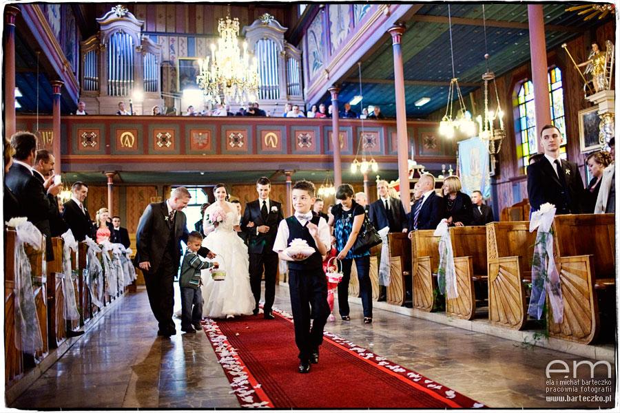 czerwony dywan na ślubie