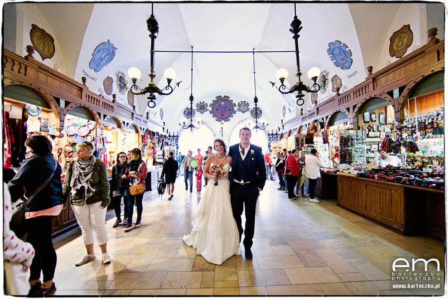 plener ślubny w sukiennicach